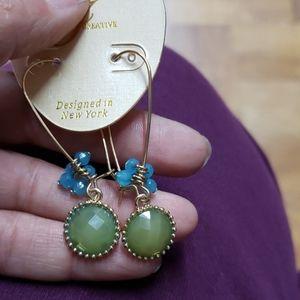 Jewelry - Earrings green stone blue little beads gold tone